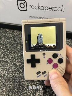 Bittboy V3.5 Retro Gaming Portable / Avec 8 Go Micro Sd Card / Uk Stock