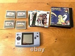 Snk Neo Geo Pocket Pack Couleur Avec 4 Jeux Rétro Rares D'une Valeur De £ 80 Chacun